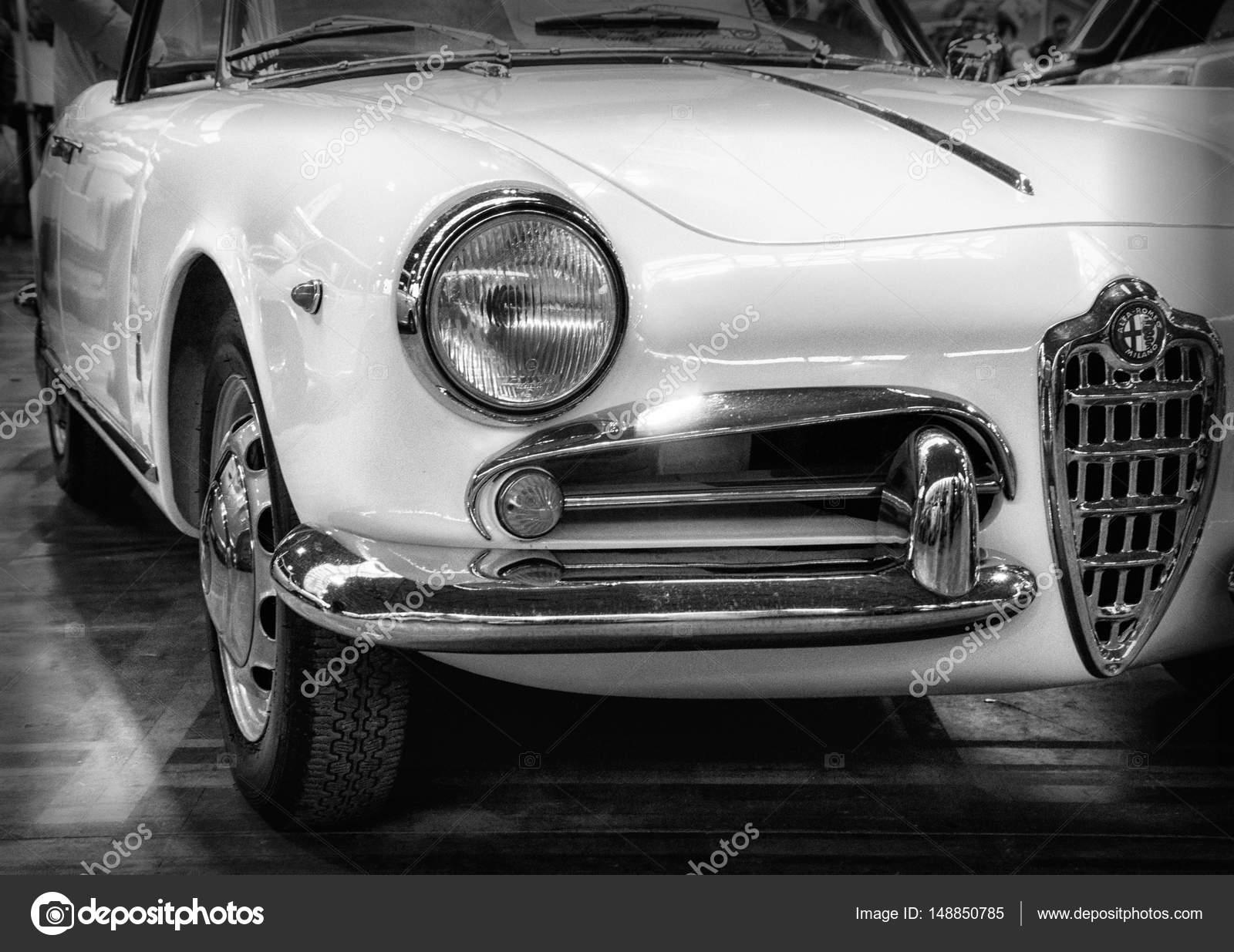 Vintage włoski samoch³d Alfa Romeo Giulietta Spider 1600 Zdjęcie