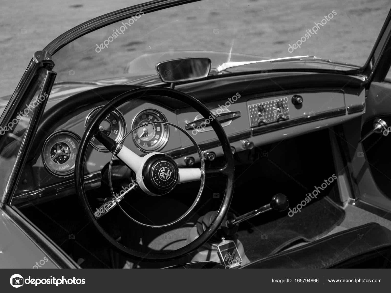 Alfa Romeo Giulietta Spider 1600 1964 Stock Editorial Foto