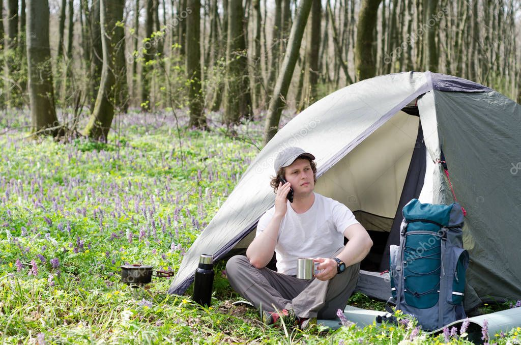 Traveller uses a smartphone outdoors.