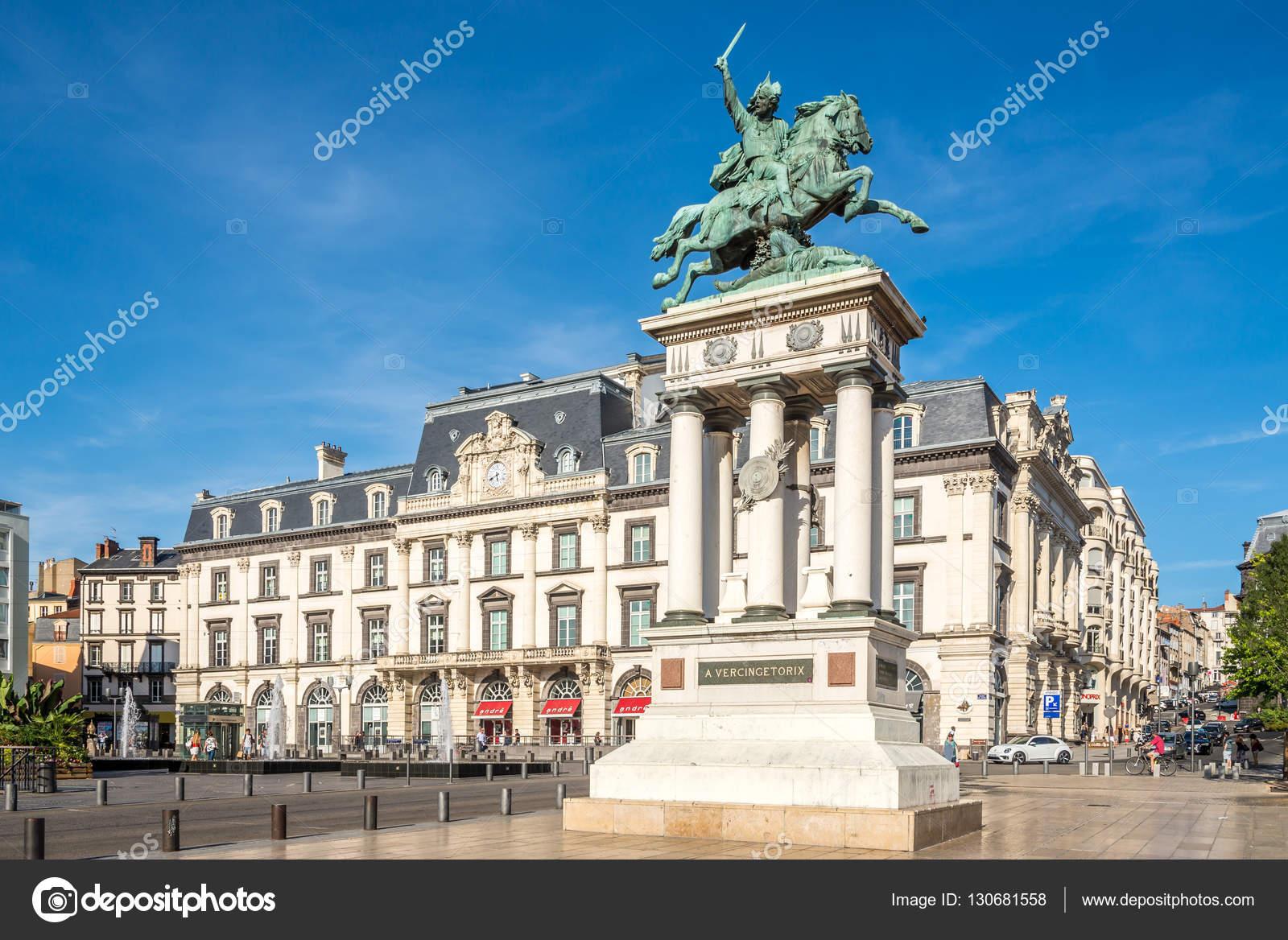Monument de vercing torix la place de jaude de clermont - Piscine originale sims clermont ferrand ...