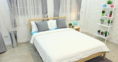 Je Slaapkamer Decoreren : Decoratie in de slaapkamer interieur u stockvideo footageshot