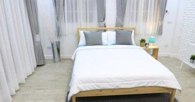 Decoratie in de slaapkamer interieur u2014 stockvideo © footageshot
