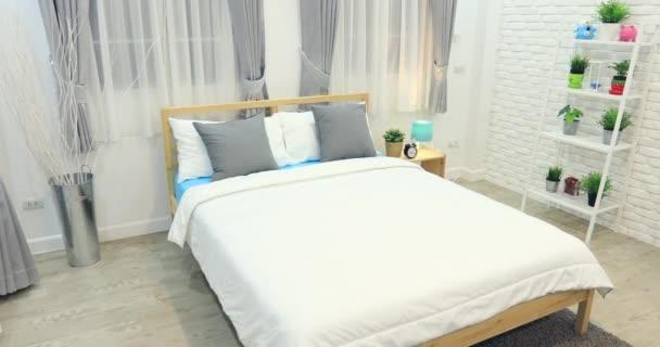 Je Slaapkamer Decoreren : Jongen kamer decoratie in de slaapkamer interieur u stockvideo