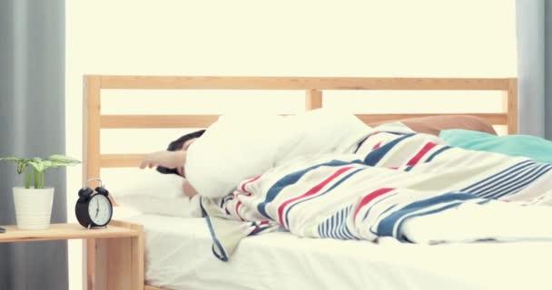 Cadere Dal Letto.Overslept Ragazzo Non Vuole Svegliarsi Bimbo Cade Dal Letto