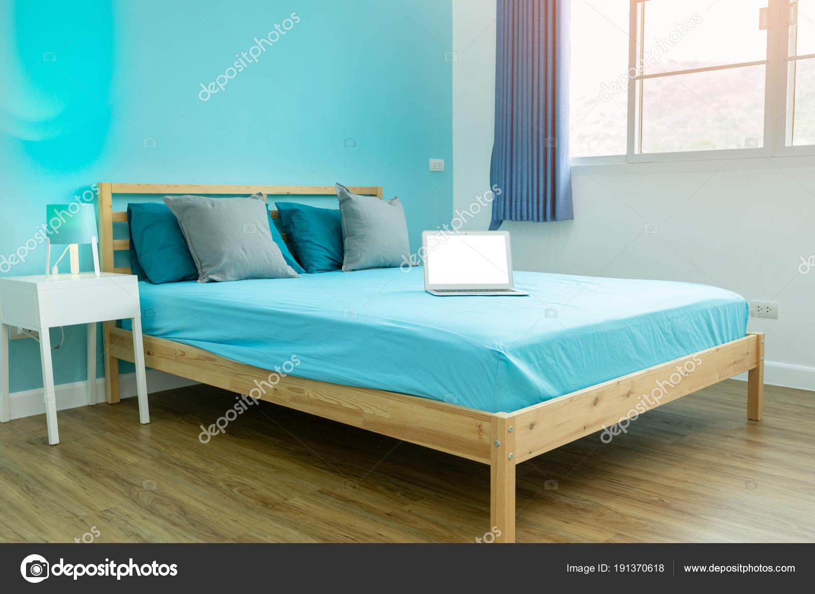 Jungen Zimmer Blaue Helle Schlafzimmer Mit Weissen Accessoires