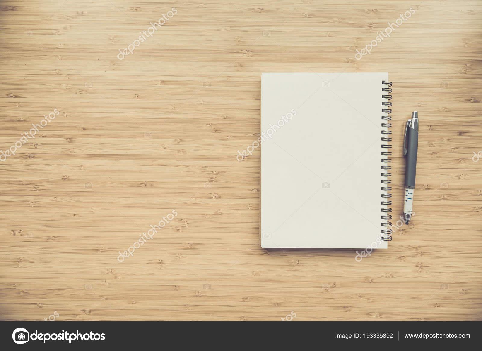 Leere Notebook Am Schreibtisch Hintergrund Stockfoto Sirikornt