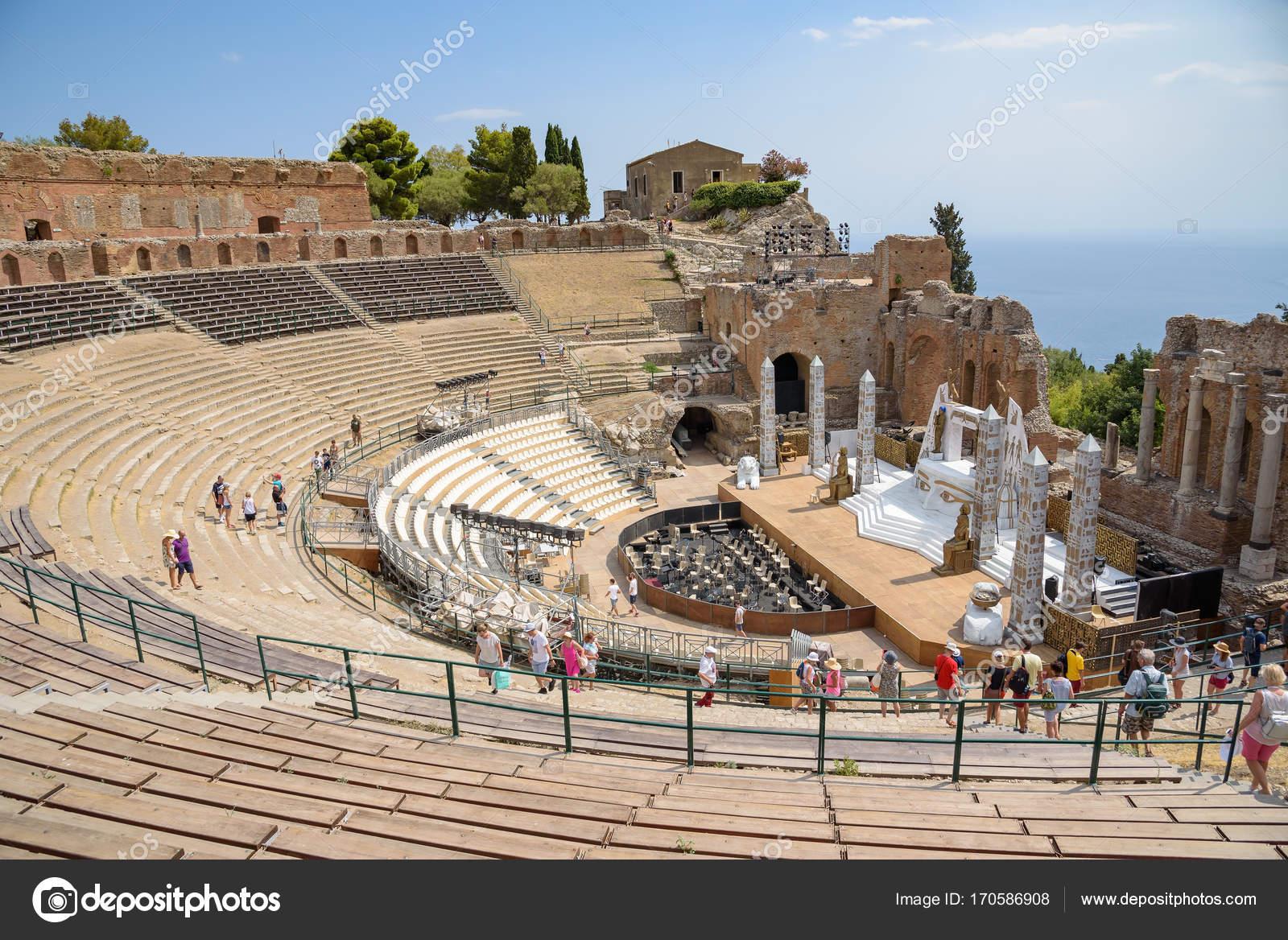 Руины древнегреческий театра