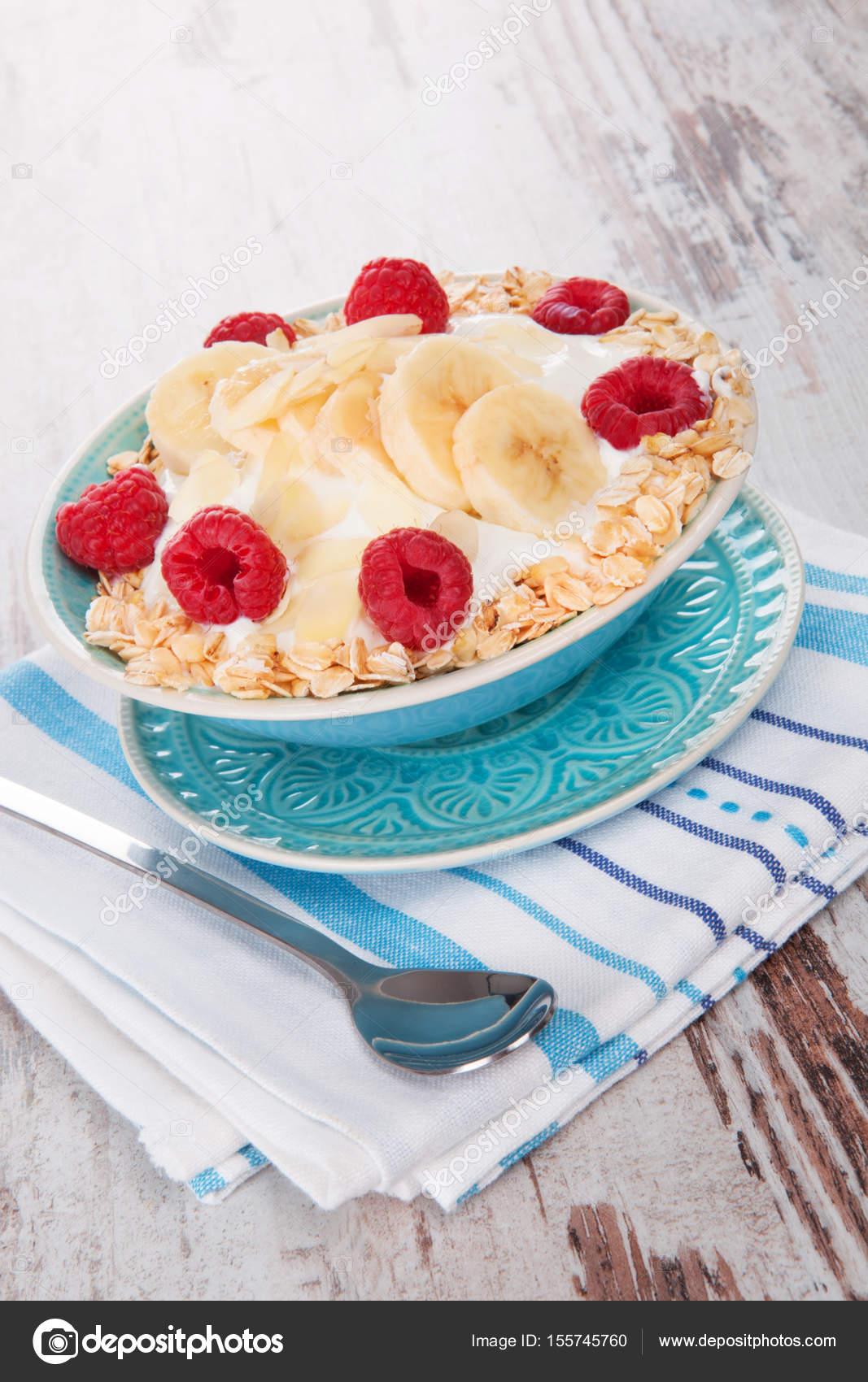Haferflocken Mit Joghurt Und Obst Stockfoto Eskymaks 155745760