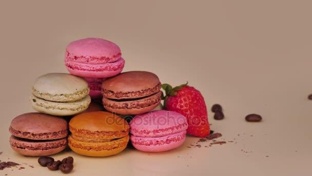 Sladký a barevné francouzské makronky. Luxusní sušenky. Sladký dezert