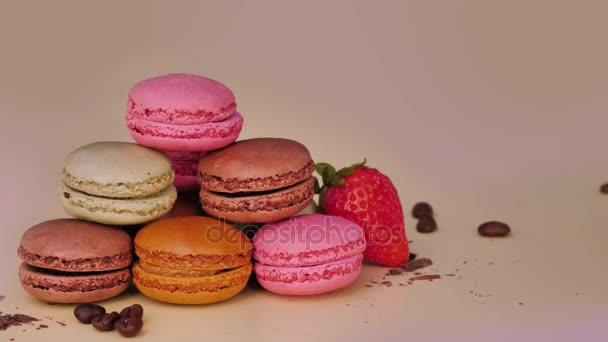 Sladký a barevné francouzské makronky koncept. Luxusní sladký dezert
