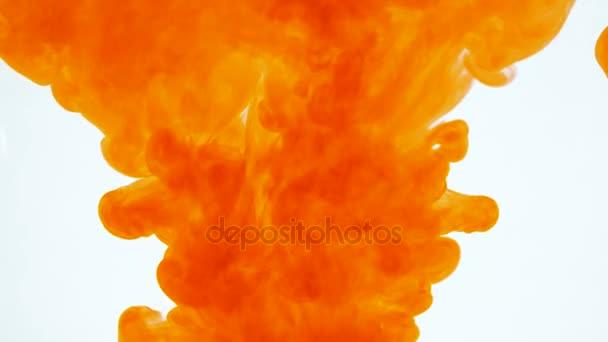 Oranžová barva abstraktní barvy přidáme v tekoucí vodě. Hravý duplexy