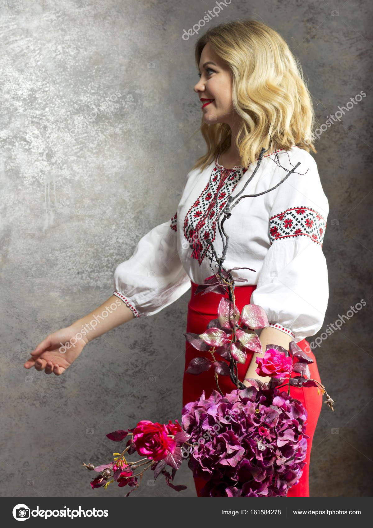 schöne kasachische Mädchen