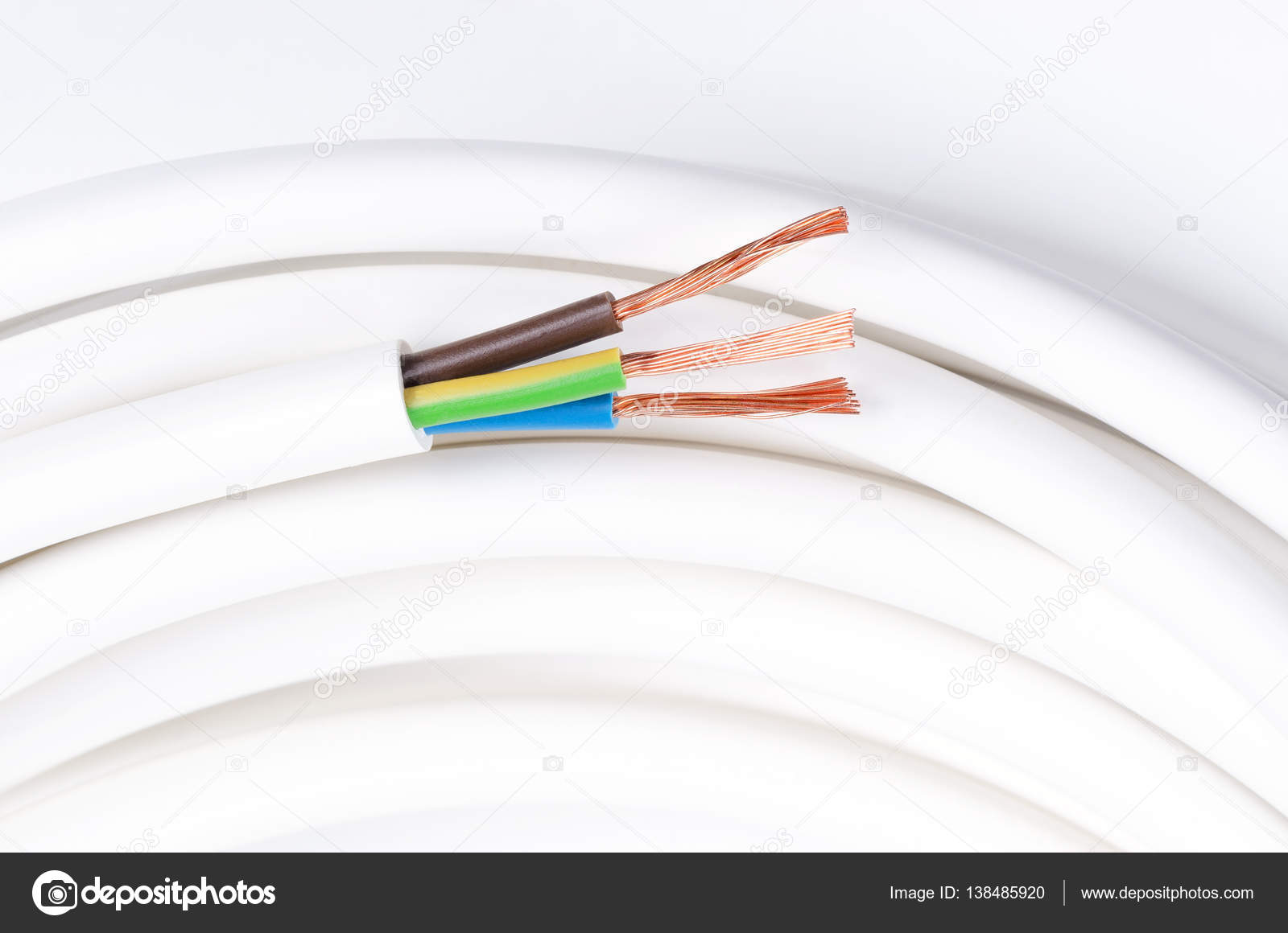 Electrical cable with three insulated conductors, horizontal ...