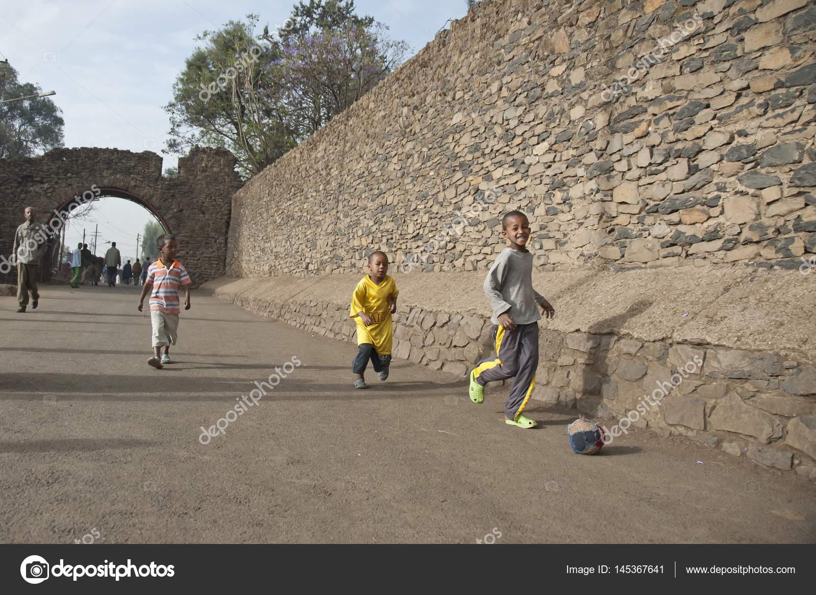 Fotos Ninos Jugando Futbol En La Calle Los Ninos Jugar Futbol En