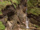 Vodopád ve Slovenském ráji, schody pro výstup na vrchol, les