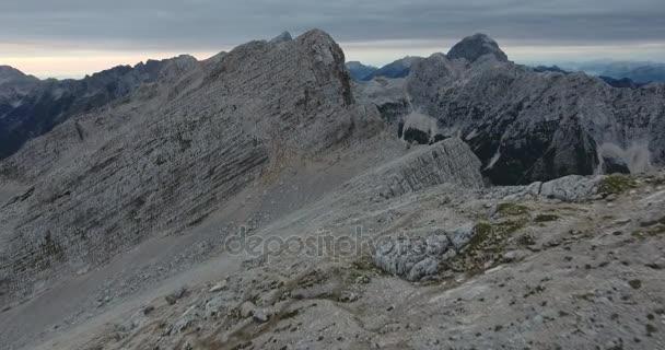 Přeletu horského hřebene a vrcholy