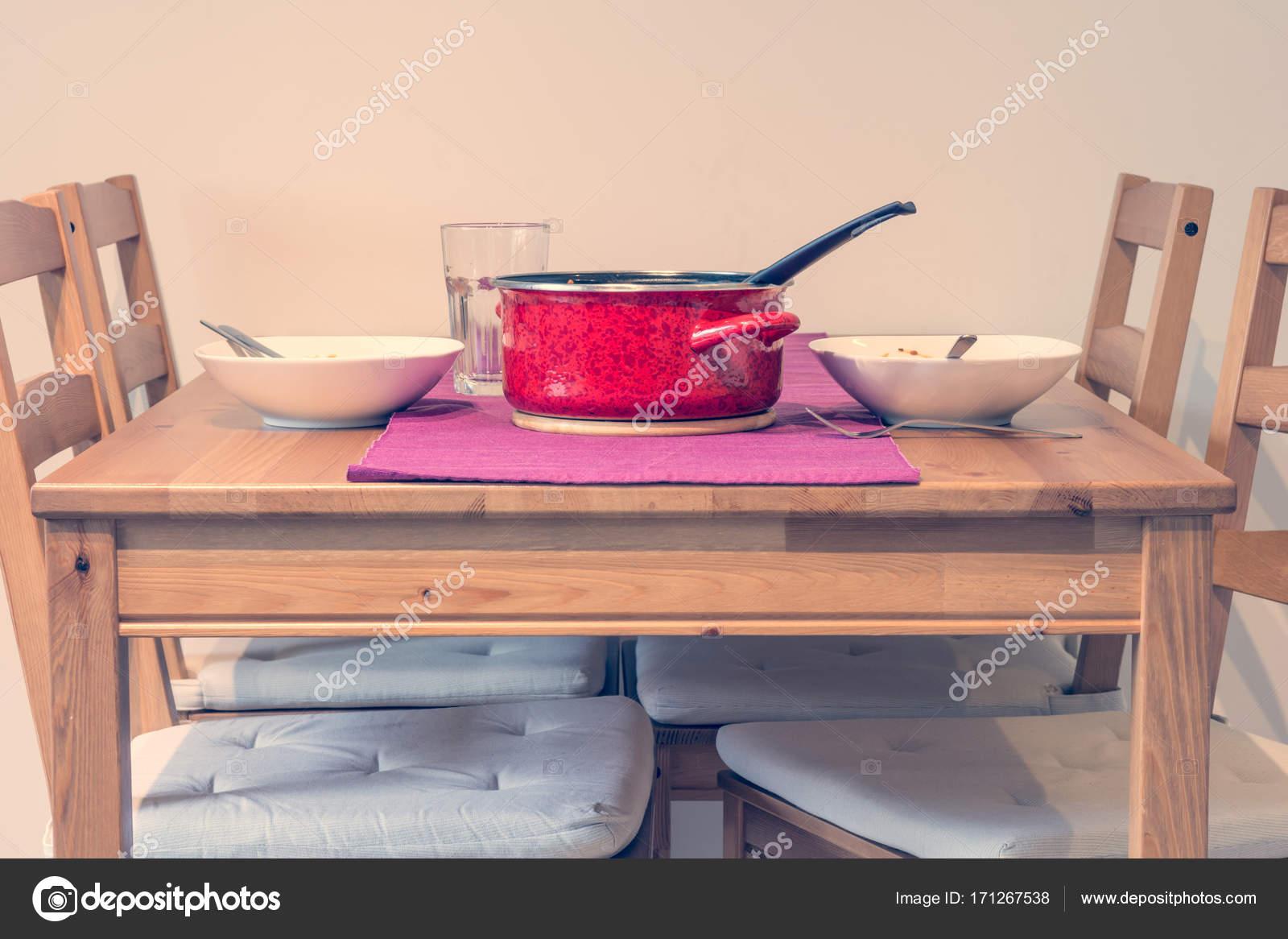 Mesa de comedor minimalista. — Foto de stock © anze.bizjan ...