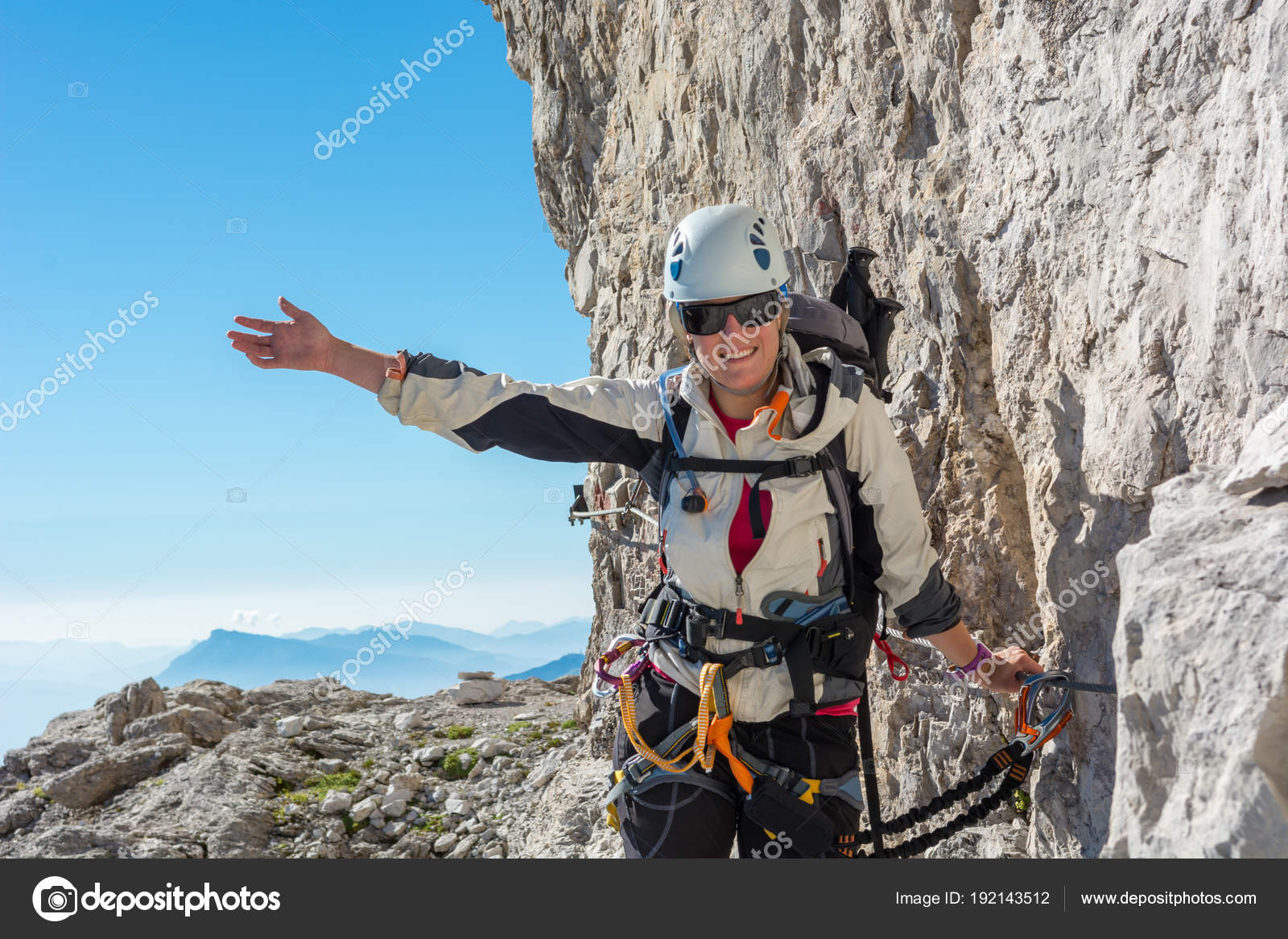 Klettersteig Weibl : Glücklich weibliche bergsteiger klettern klettersteig u stockfoto