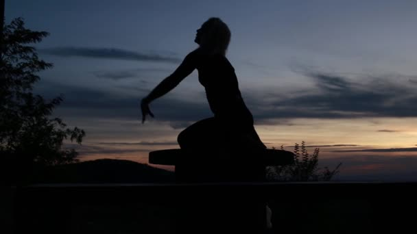 Silhouette woman coach yoga practice at sunset. Yoga concept. Camel Pose. Ustrasana with variation