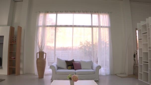 Světelný design interiéru obývacího pokoje s velkým oknem, Seoul, Korea