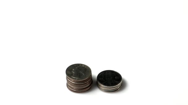 hromádky mincí rostoucí izolovaných na bílém pozadí, koncept ekonomiky