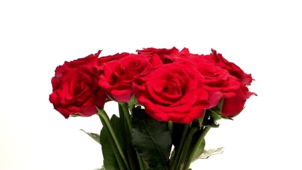 Fehér alapon izolált vörös rózsa csokor