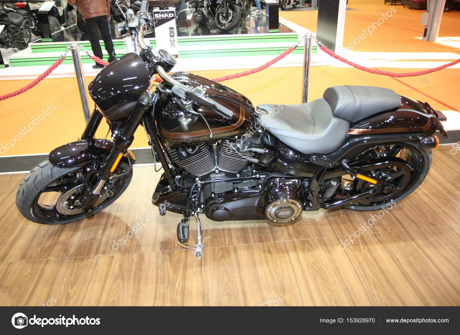Harley-Davidson bei Belgrad-Auto-Show — Redaktionelles Stockfoto ...