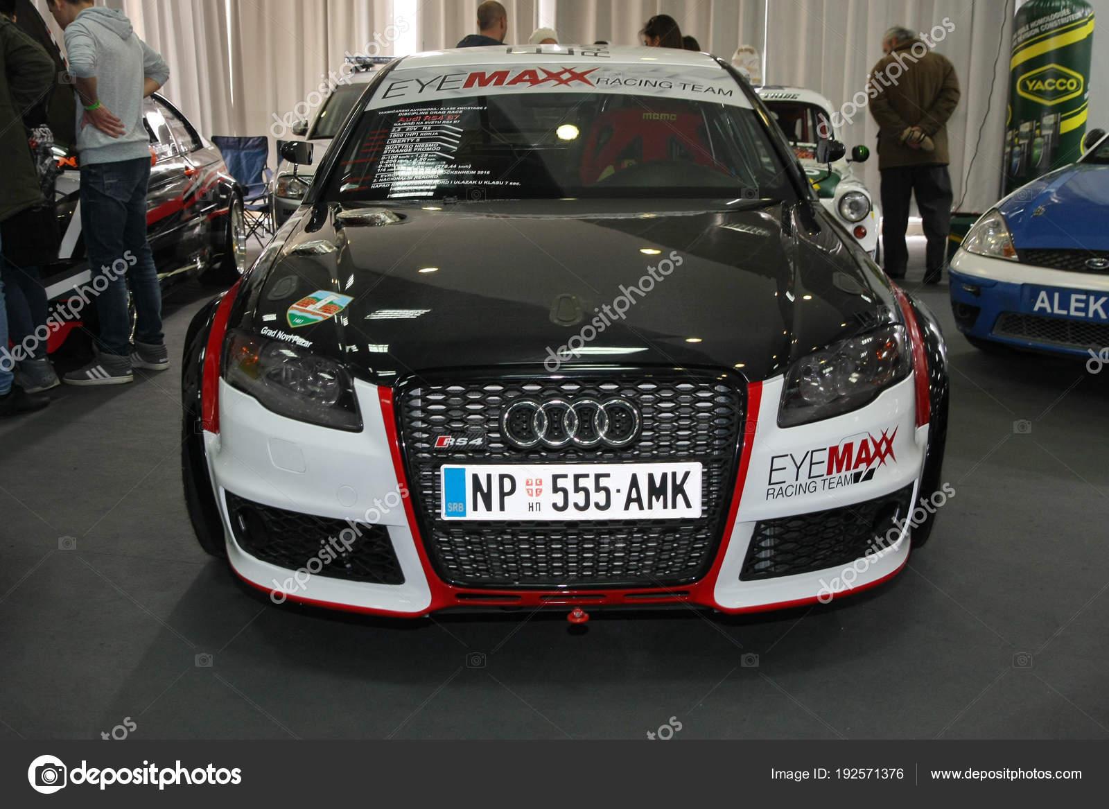 Carro de corrida em Belgrado Car Show — Fotografia de Stock ... cc09016f2b88d