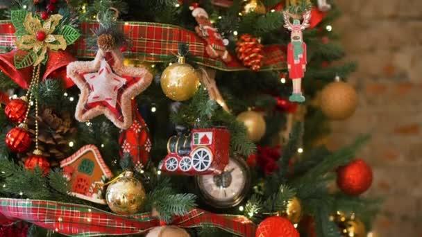 Dekorovaný vánoční stromeček uvnitř