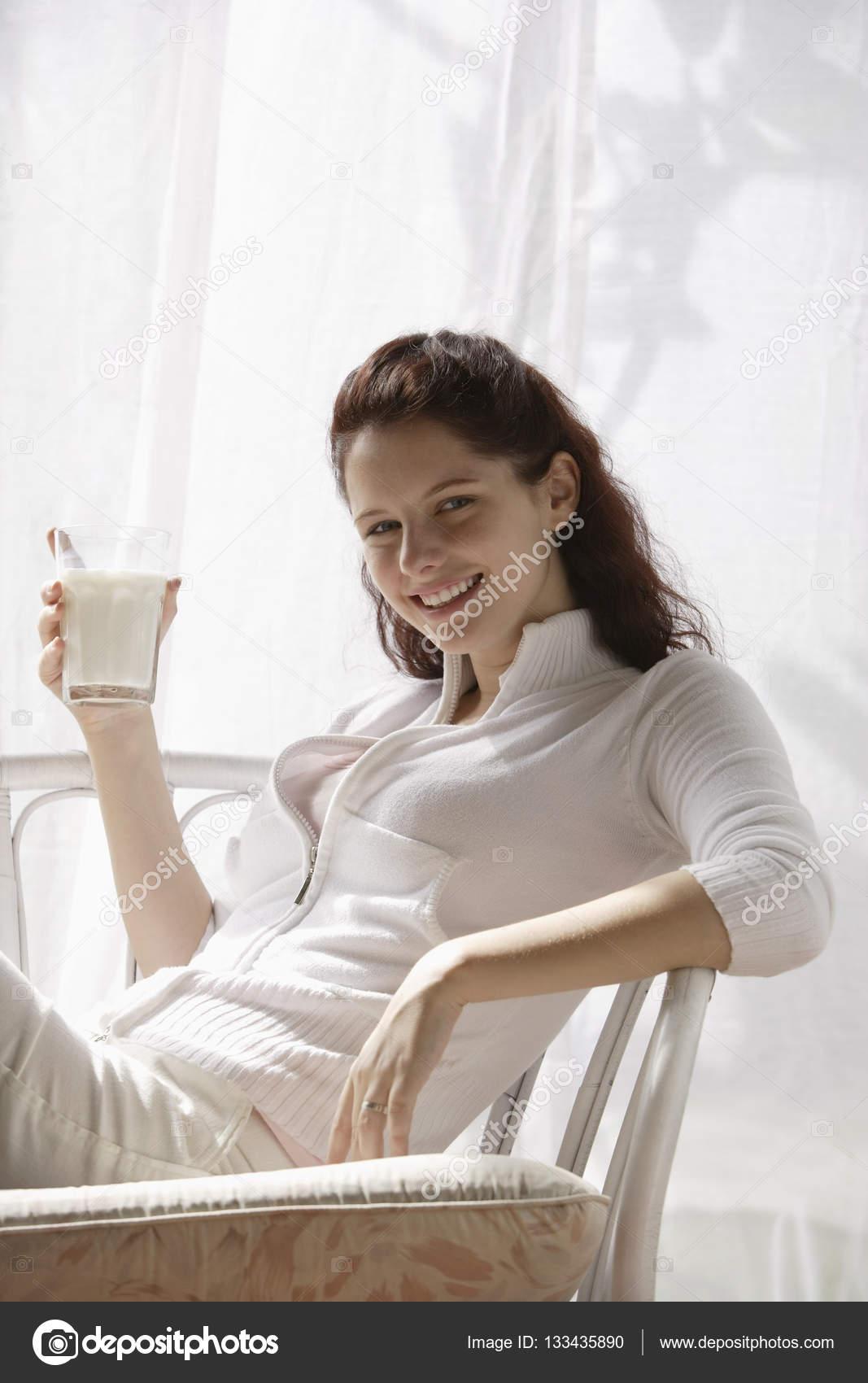 Фото женщины пьющие молоко #7