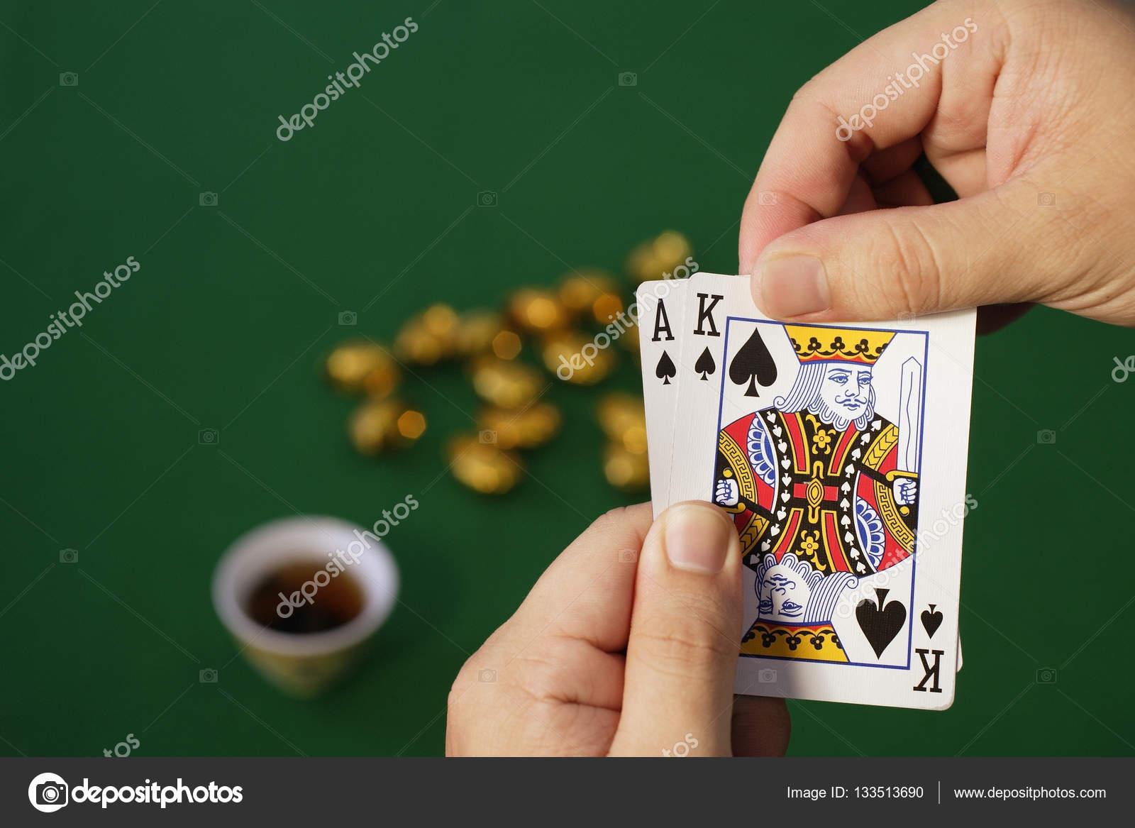 картинки карты играющий человек в