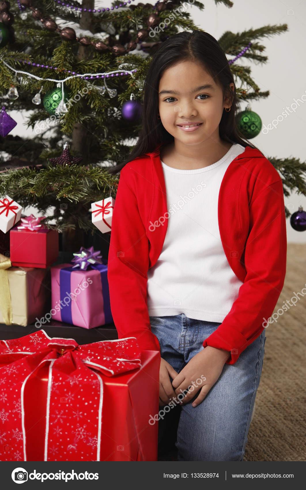 Regali Di Natale Ragazza.Ragazza Con Regali Di Natale Foto Stock C Microstockasia 133528974
