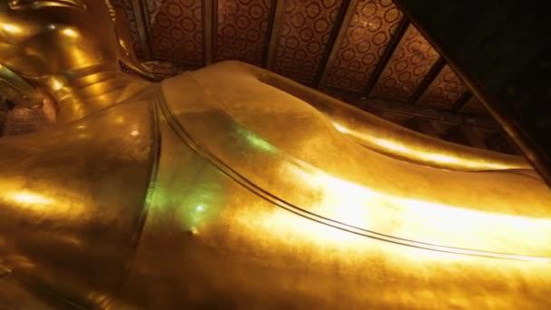 Fekvő buddha szobor