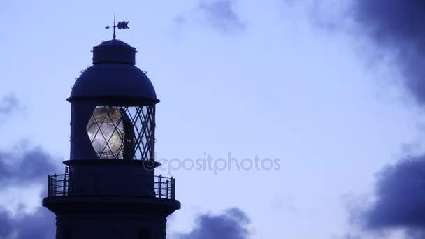 Světlo kroužící v majáku