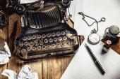 Textu předepsána na vinobraní psací stroj a sledujte časoměřič.