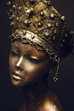 statue with head decoration