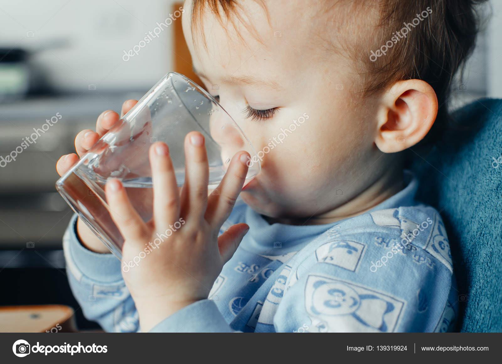 Imágenes: Bebes Tomando Agua
