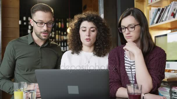 Trendy Coworkers Discussing A Project At Coffee Bar Together Man And Women Restaurant Coffee House Working Drinking Coffee Online Business Concept Slow Motion Shot On Red Epic 8K