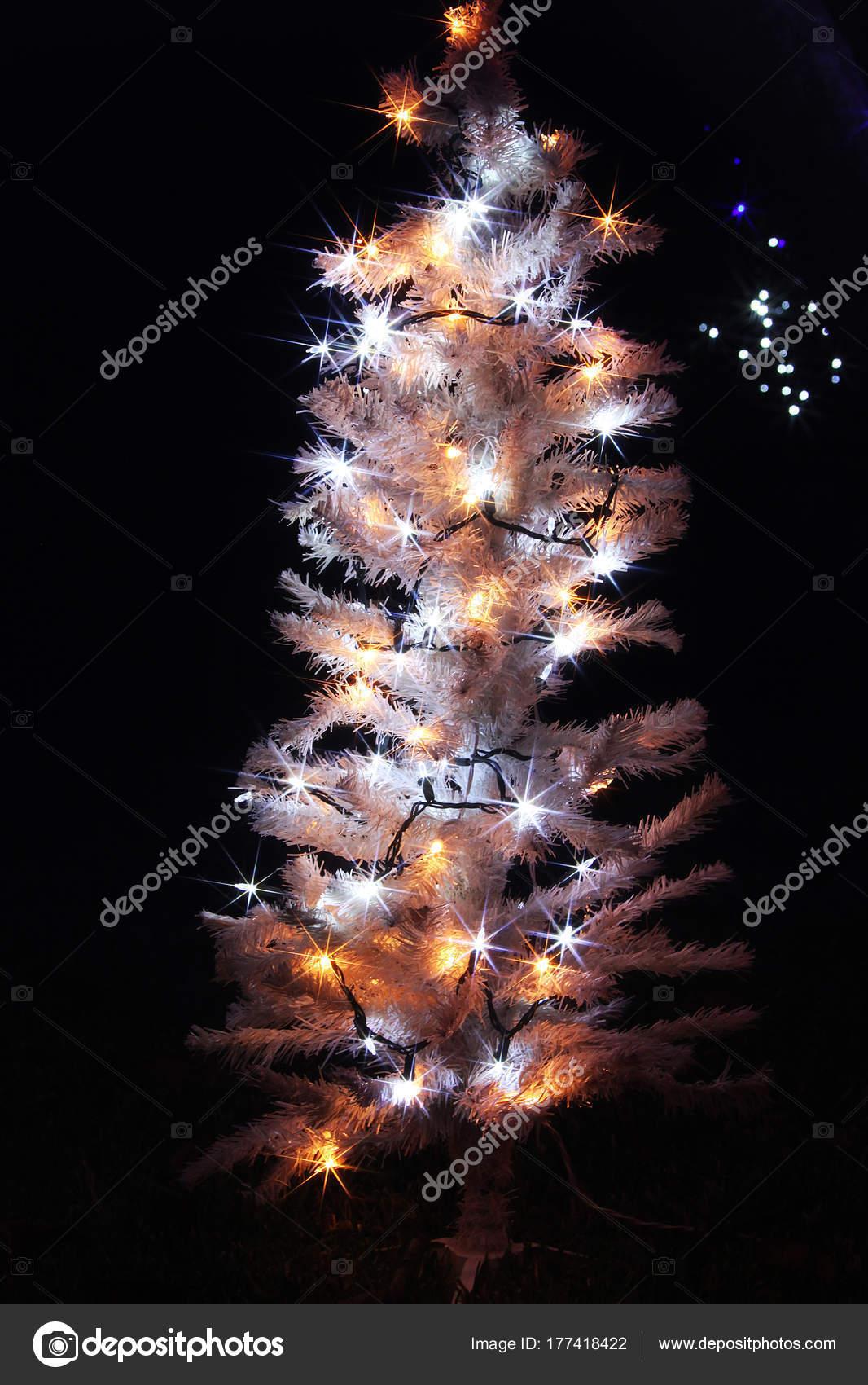 Amerikanische Weihnachtsbeleuchtung.Weihnachtsbeleuchtung Amerika Stockfoto Viktor2013 177418422