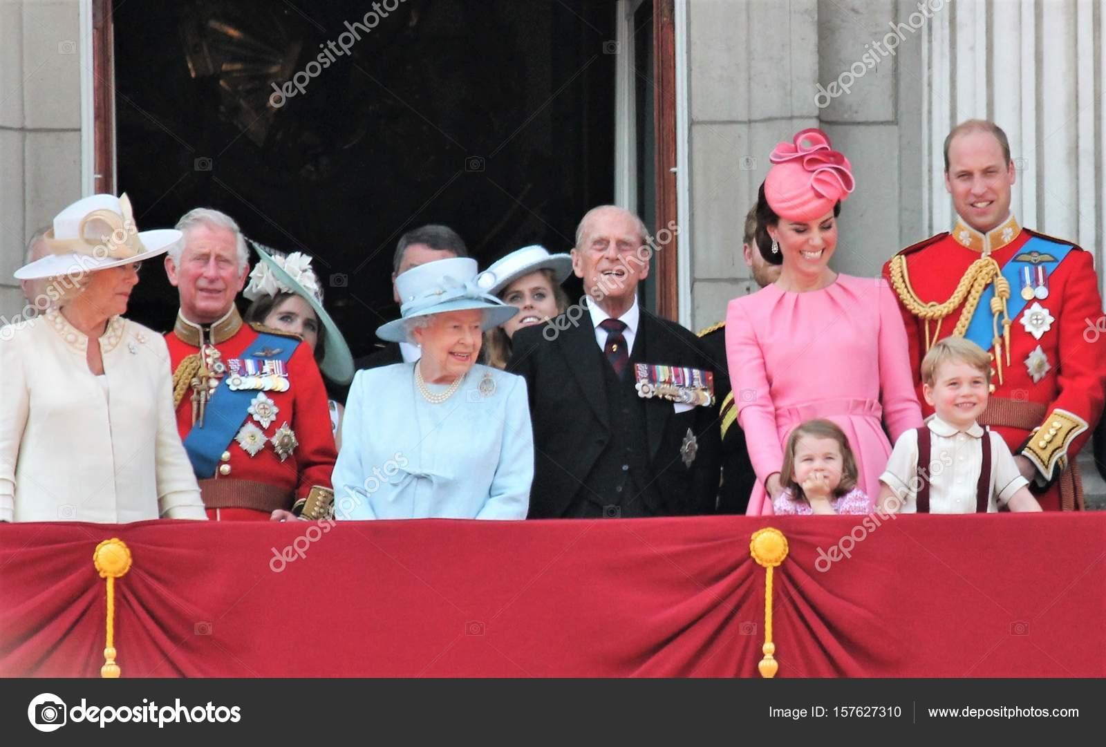 Queen Elizabeth Konigsfamilie Buckingham Palace London Juni 2017
