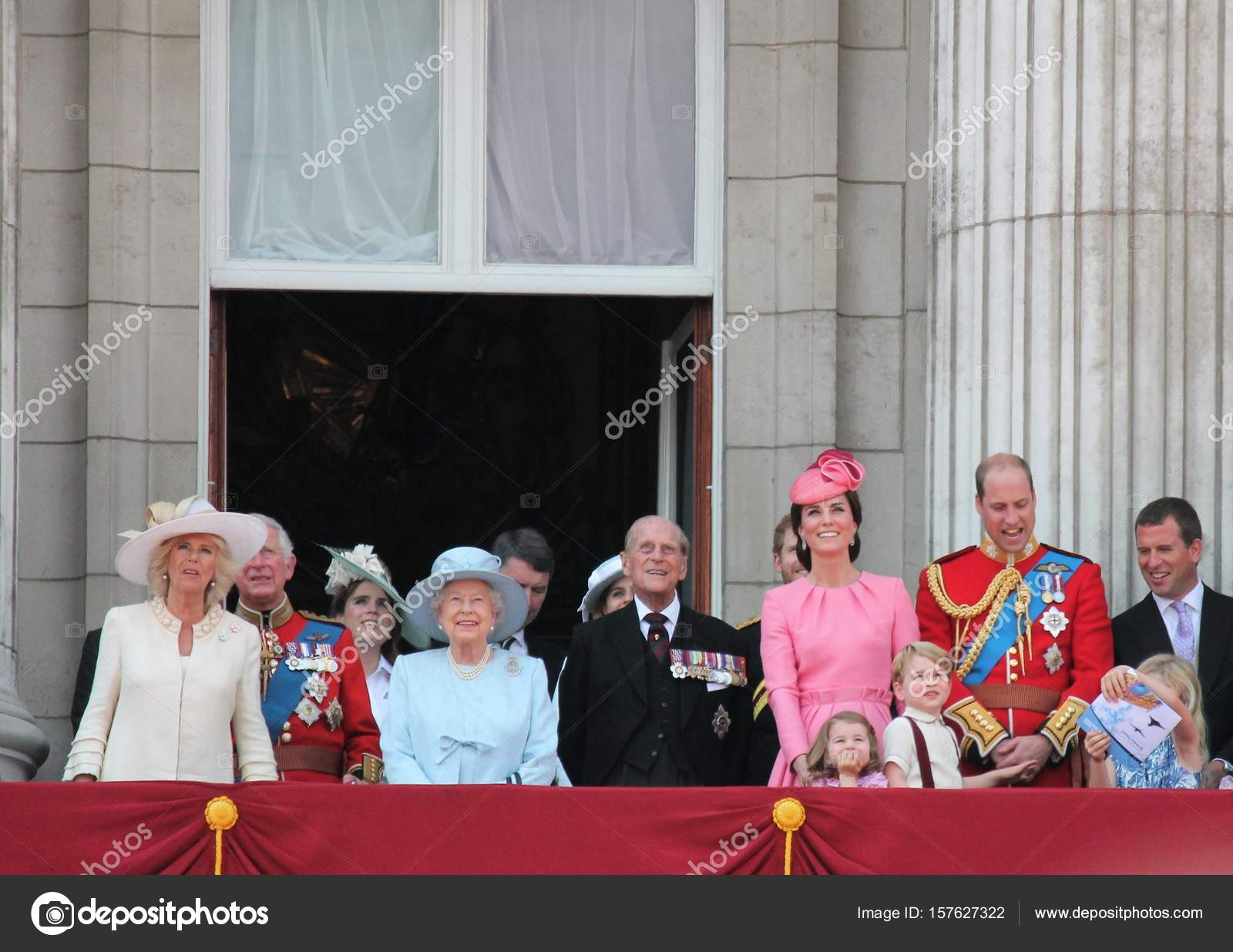 Queen Elizabeth Konigsfamilie Buckingham Palace London Juni 2017