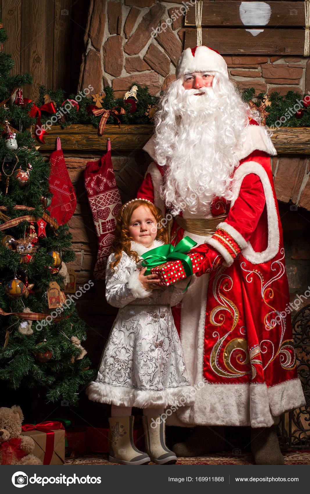 Geschenke Russland Weihnachten.Russische Weihnachten Zeichen Väterchen Frost Und Snegurotschka