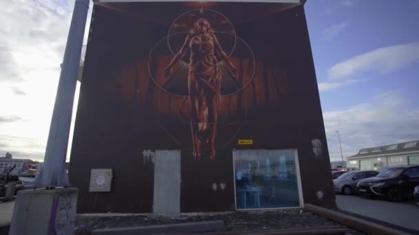 REYKJAVIK, ISLAND, 10. října 2019 Pouliční umění na ulicích města Reykjavíku