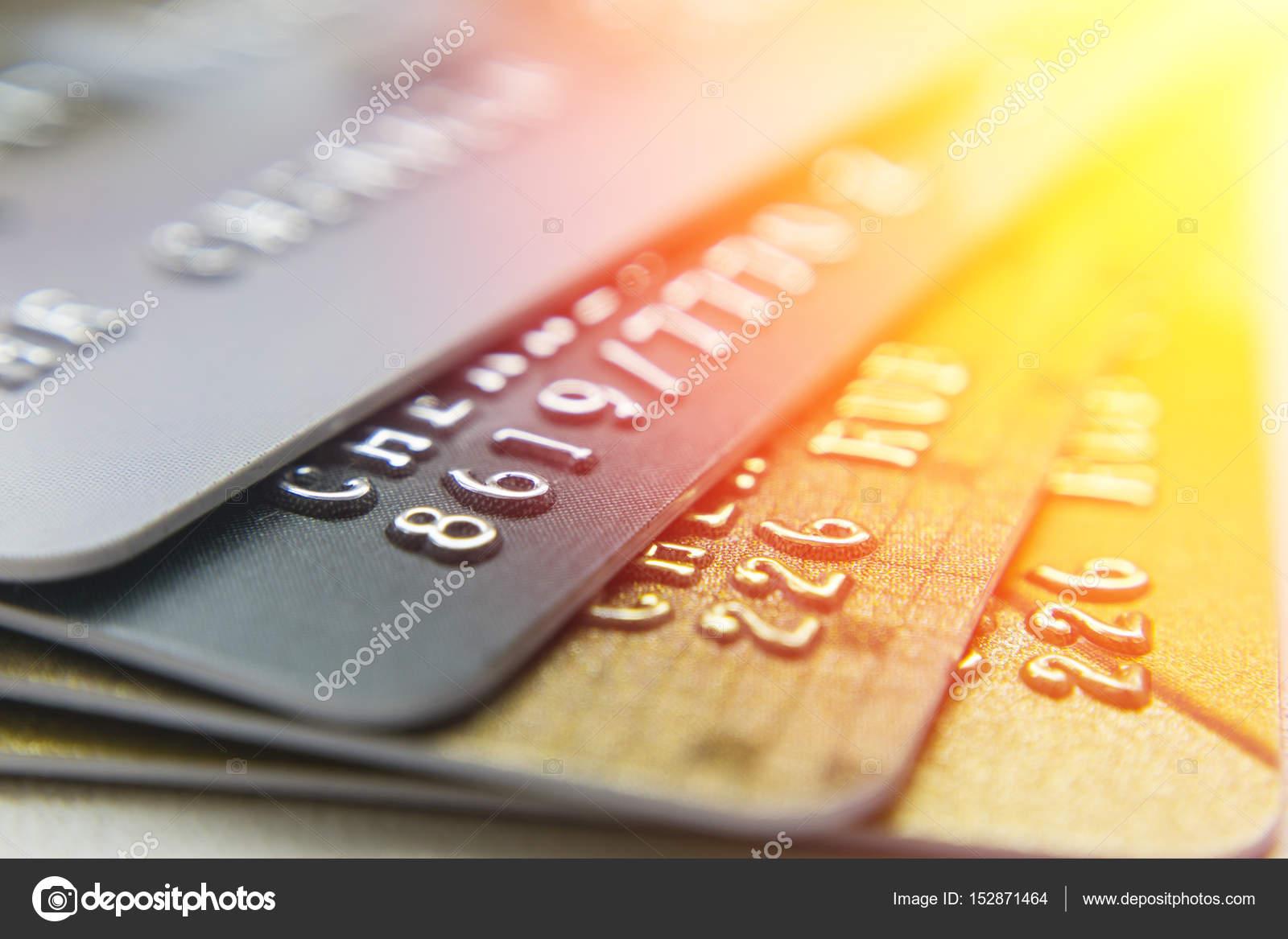 e6408df213af9 Tarjetas de crédito oro y platino cerrar — Fotos de Stock ...