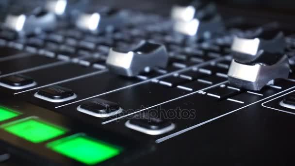 Hang-termelés kapcsol a televíziós adás