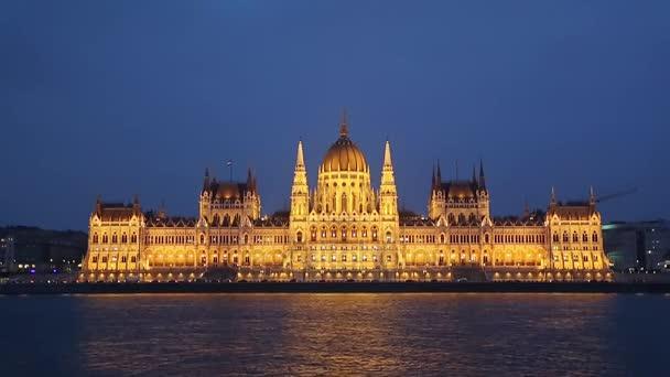 Éjszaka látkép a folyó a budapesti Parlament. Országház, magyar főváros, Budapest, Magyarország