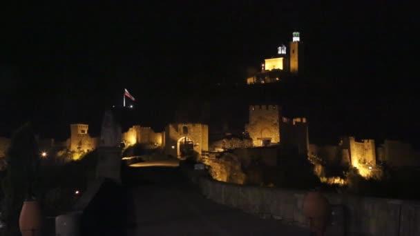 Bratislava, Slovensko. Noční pohled na starý hrad a staré město