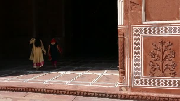 Traditional Wall Decoration Ancient Indian Mosque Women 4K