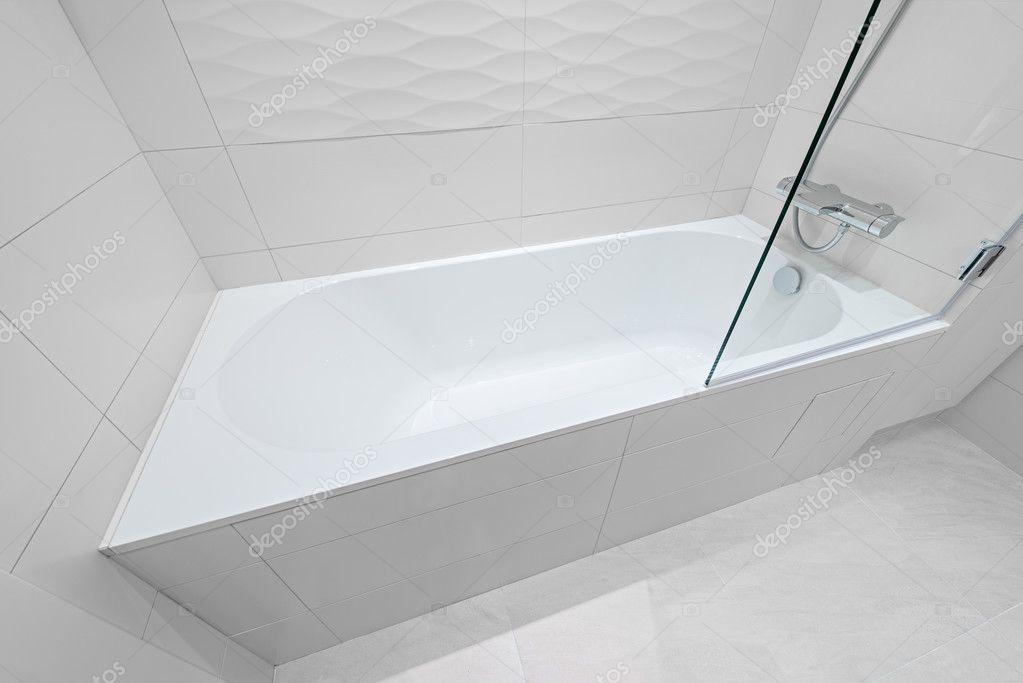Vasca Da Bagno Hotel : Vasca da bagno di lusso nella camera dalbergo u2014 foto stock