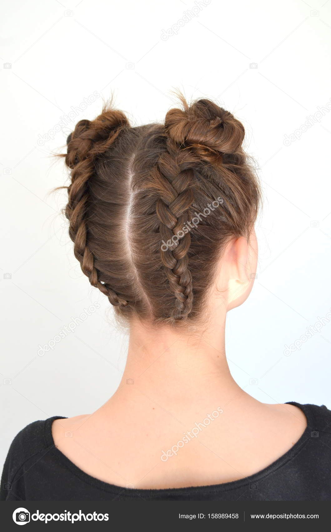 hairstyle braiding on medium length - brown hair — stock photo